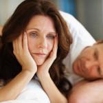 Phụ nữ tuổi mãn kinh bị khô hạn vùng kín nên làm gì?