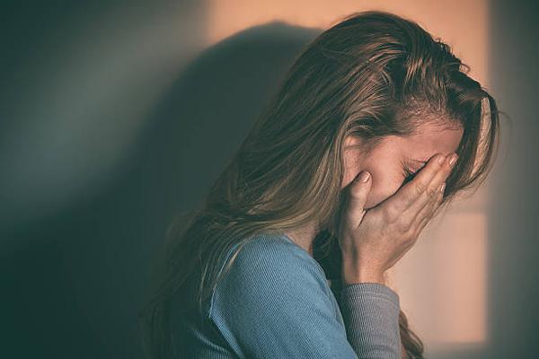 Phụ nữ tuổi mãn kinh bị khô hạn vùng kín nên làm gì? 1