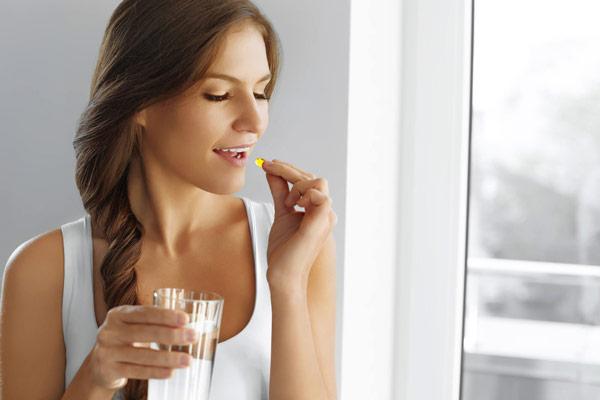 Cần lưu ý gì khi sử dụng thuốc cân bằng nội tiết tố nữ? 1