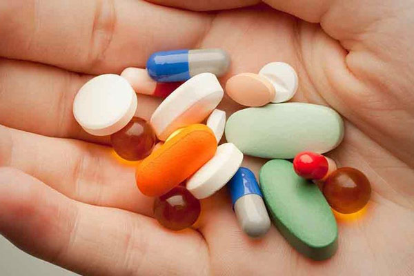 Có nhiều loại thuốc trị mụn do nội tiết khác nhau (Ảnh minh họa)