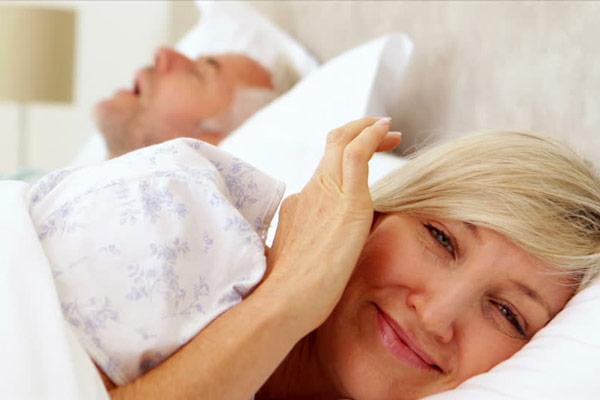 Dấu hiệu 6 – Khô âm đạo và đau khi quan hệ vợ chồng 1