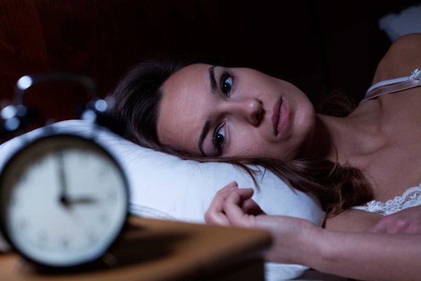 Dấu hiệu 3 – Mất ngủ hoặc khó ngủ 1