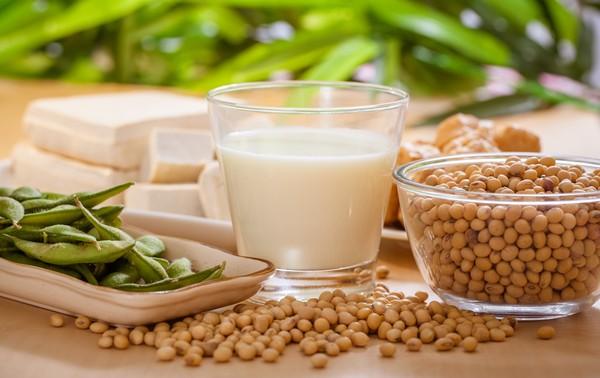 Đậu nành là nguồn thực phẩm cung cấp oestrogen dồi dào, giảm thiểu cơn bốc hoả ( Ảnh minh hoạ)