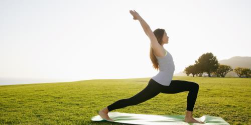 Bài tập Yoga giúp giảm đau bụng kinh 1