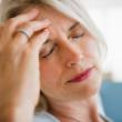Thời kì mãn kinh có thể gây đau đầu, nhức đầu