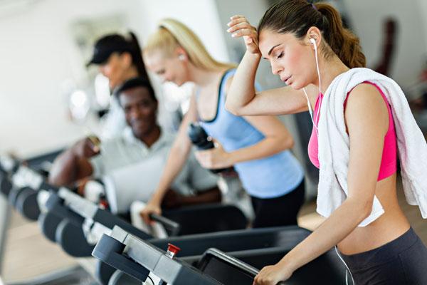 Không tập thể dục hoặc tập thể dục với cường độ cao cũng có thể ảnh hướng tới kinh nguyệt (Ảnh minh họa)