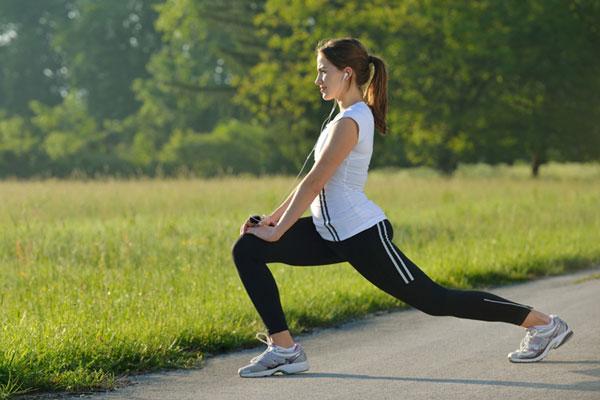 Hoạt động thể chất không chỉ giúp quản lý PMS mà còn mang lại nhiều lợi ích sức khỏe (Ảnh minh họa)