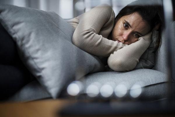 Sự thay đổi tâm trạng do suy giảm hormone ở phụ nữ mãn kinh dễ dẫn tới suy giảm thần kinh tim (Ảnh minh họa)