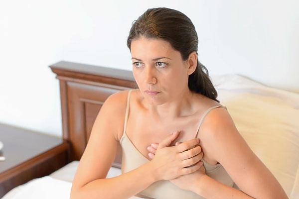 Triệu chứng rối loạn thần kinh tim dễ nhầm với bệnh tim 1