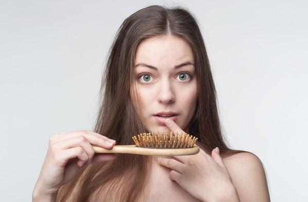 Tóc rụng nhiều vào thời kỳ mãn kinh 1