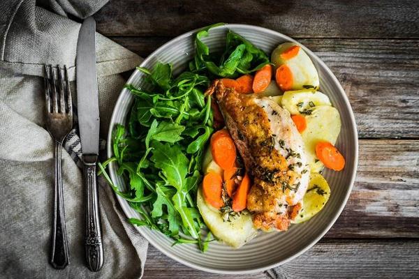 Low-carb là chế độ ăn với ít carbohydrate (Ảnh minh họa)