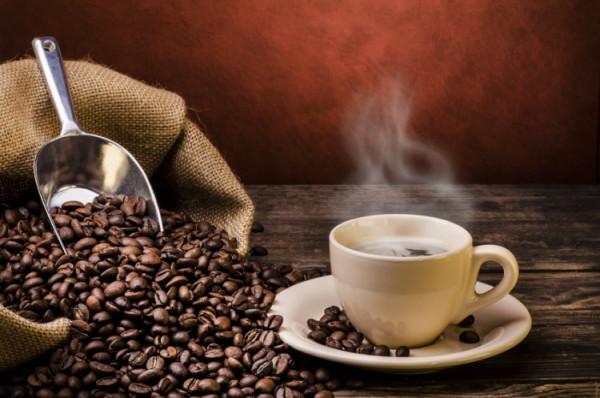 Sử dụng Cà phê không khoa học sẽ gây ra tcs dụng phụ đi kèm với cơn bốc hỏa lên mặt( Ảnh minh họa)